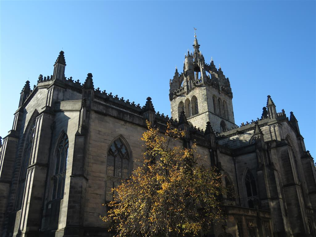 A bit easier to spot is the distinctive crown of St. Giles Cathedral. This is the High Kirk of Edinburgh, and much of the modern church dates to the late 14th century, with its famed steeple being added a century later. The Victorians also did a bit of restoration in the 19th century, with the aim of creating a Westminster Abbey for Scotland. They succeeded, with St. Giles continuing to play a central role in the religious life of the nation.