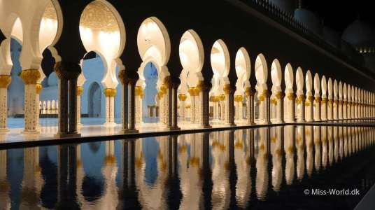 Sheikh Zayed Mosque Abu Dhabi, by Night