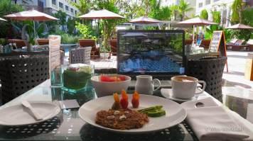 Hotel Swiss-Belresort Watu Jimbar Sanur Bali - Another day in the office (Breakfast in the restaurant)