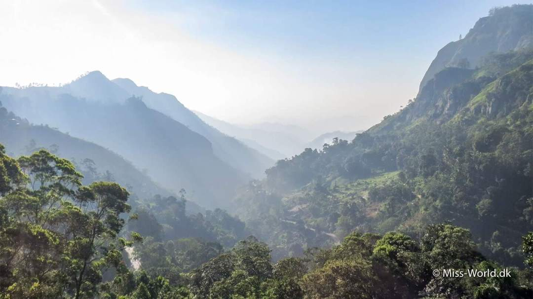 The Hill Country. Ella Gap Sri Lanka - Misty Mountains