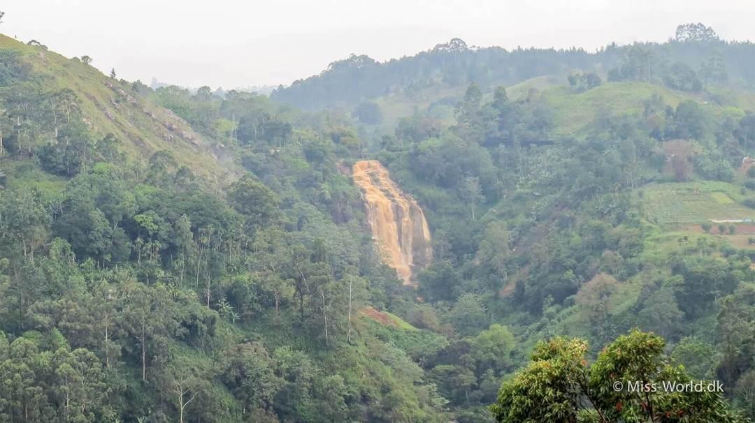 Det samme vandfald som på billedet oppe over. Kithal Ella Falls efter et ordentlig regnskyl