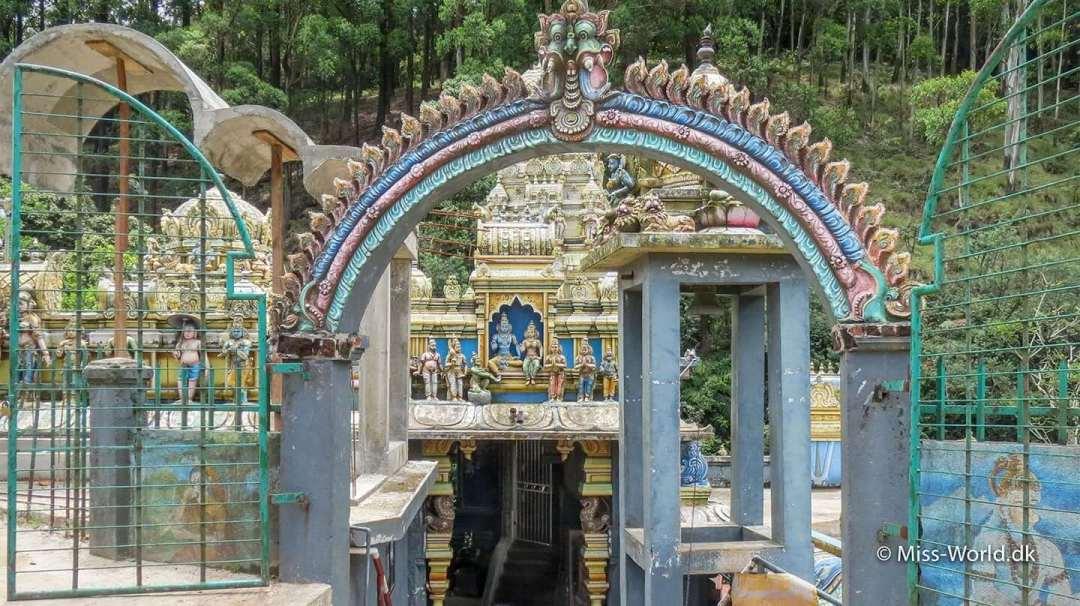 Ramayana Trail - Rama og hans hustru Sita, i templet Seeta Amman Temple i landsbyen Seetha Eliya, der ligger lidt uden for Nuwara Eliya på vejen mod Ella