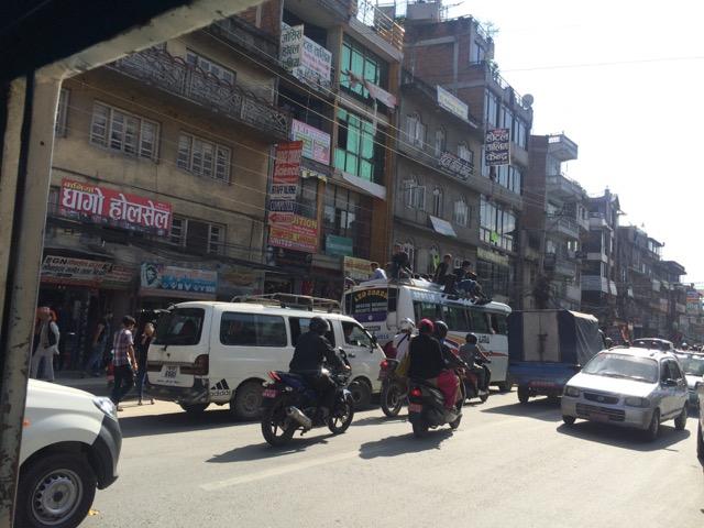 © Clara Go - Aquest any no és normal al #Nepal: #Dashain, #Earthquake and #fuelcrisis - #BackoffIndia 2015-10-20-08.49.40