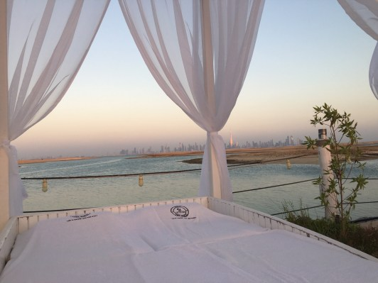 Ein ganz besonderer Ort, den ich wohl nie vergessen werden. Hier bin ich zum ersten Mal überhaupt in meinem Leben im Meer baden gegangen - die Skyline von Dubai dabei voll im Blick.