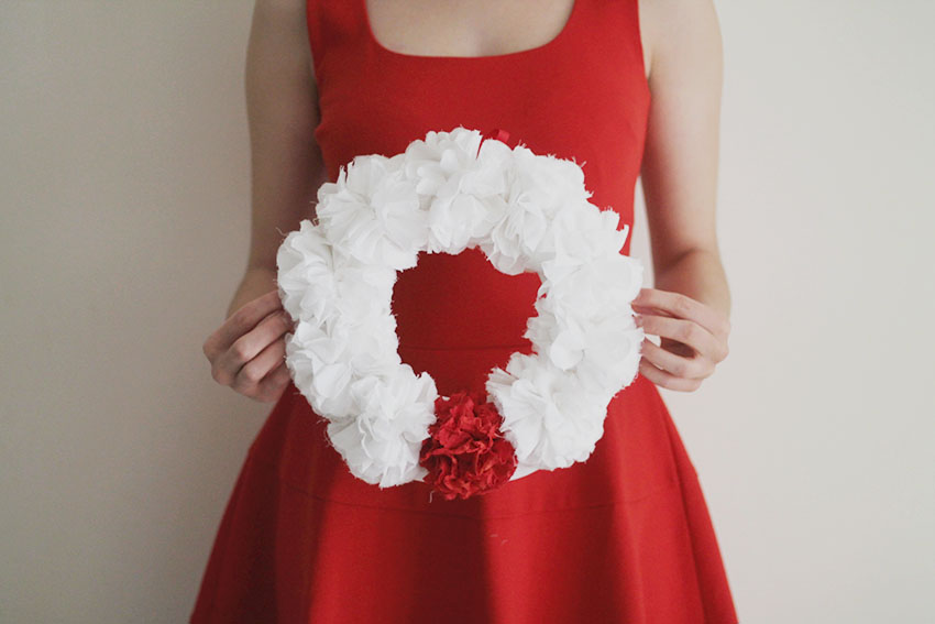 DIY Une couronne de Noël fleurie - Miss Blemish