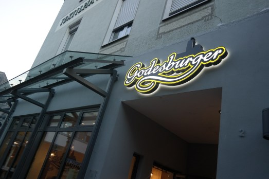 Godesburger Bonn Bad Godesberg Restaurant Hamburger Pommes Mittagessen Abendessen Bio Fast Food Schnell essen inklusives Restaurant Projekt Eröffnung