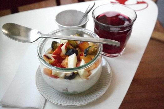 Cafe Apfelkind Südstadt Familiencafe kinderfreundlich Kaffeetrinken Waffeln Tee Frühstück Spielzimmer Bonn Blog Mamablog