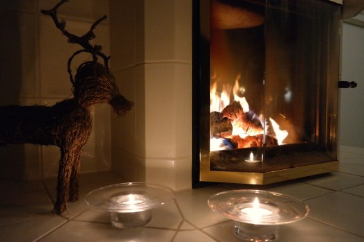 Weihnachtsfreude deko kerzen depot dekoration wohnen lifestyle blog bonn kachelofen holz wohöige wärme ruka ofenkeramik