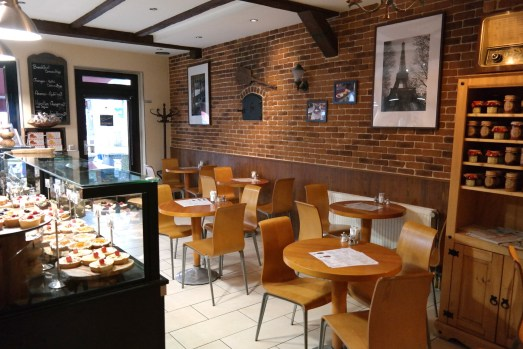 cest la vie kölnstraße kuchen törtchen tartes kaffeetrinken cafe mittagessen mittagstisch salate restaurant selbstgemacht smoothies frisch gepresst