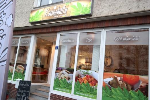 Kaiserhüttn Bonn vegan pflanzlich Mittagessen Kaffeetrinken Kuchen Kaiserschmarrn Leberkäse Alternative Wilhelmsplatz Chiasamen Restaurant Gastrotipp MissBonneBonne Lifestyle Blog Küche