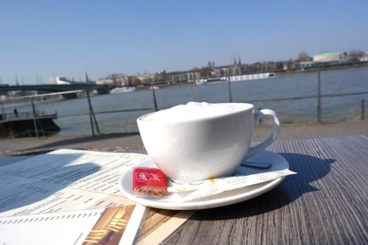 Bahnhöfchen Bonn Beuel Essen gehen Frühstück Rhein Rheinufer Promenade Mittagessen Abendessen Gastrotipp Bonn Sonnenterrassse