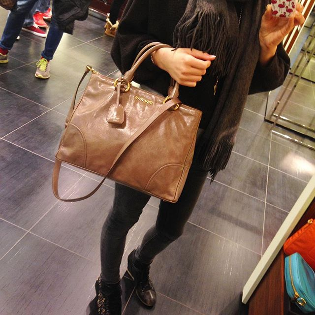 Roermond Tagesausflug Sonntag verkaufsoffen Lifestyleblog MissBonnebonne Holland Outlet Shopping Prada MiuMiu Tasche