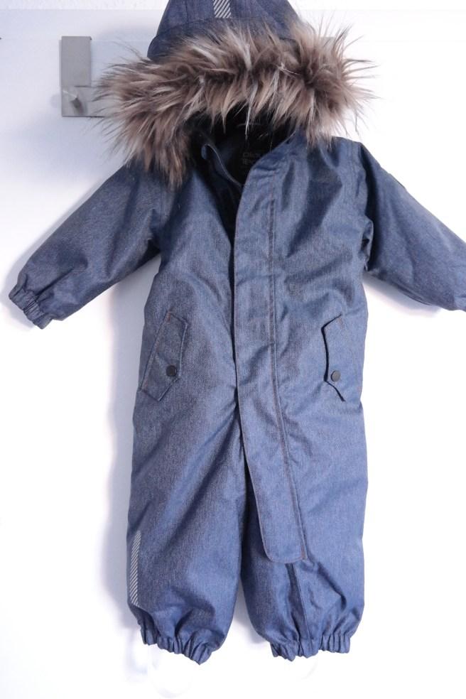 Baby winterfest was braucht baby im winter langarmbody petit bateau thermostrumpfhose schneenanzug jeanslook fellkapuze
