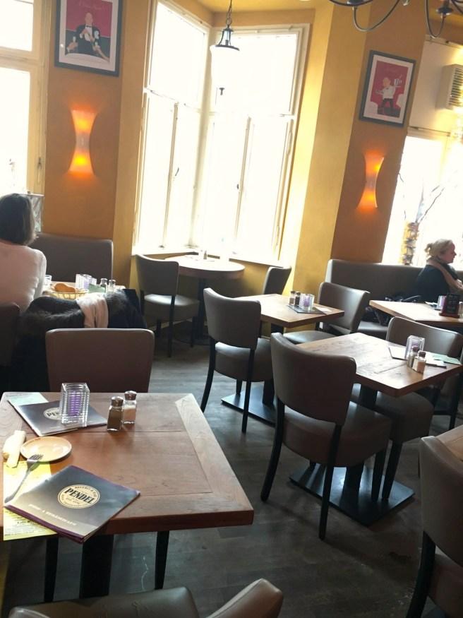 Pendel Bonn frühstücken gehen Friedensplatz MissBonneBonne Blog Lifestyle Tipp Ausblick Friedensplatz