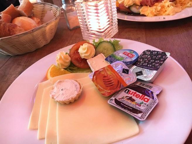 Pendel Bonn frühstücken gehen Friedensplatz MissBonneBonne Blog Lifestyle Tipp vegetarisch