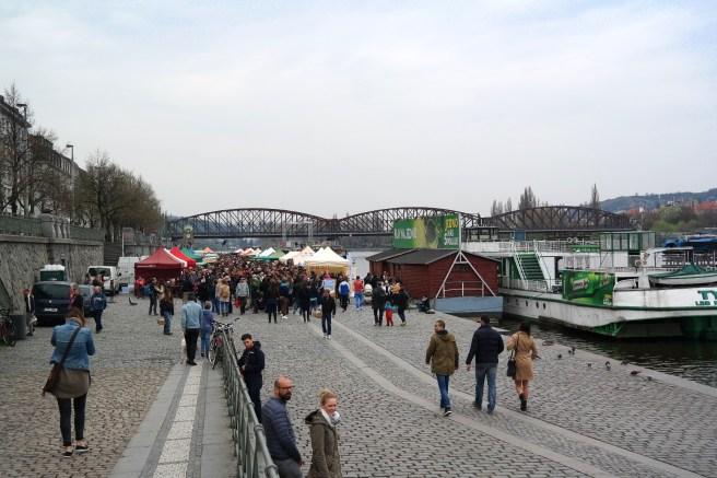 Prag Reiseblog Lifestyleblog Fashion Wochenende Ideen Tipps Empfehlungen Reisebericht Missbonnebonne Bauernmarkt Wochenmarkt cool Frühstück