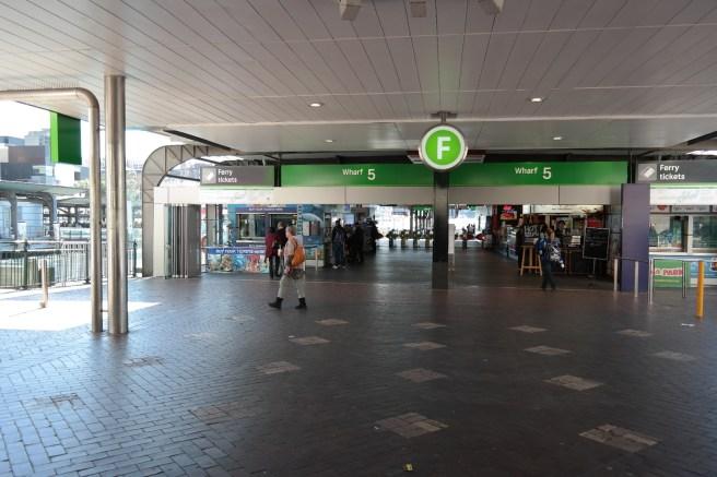 Reisen mit Baby Kindern Australien Ostküste Roadtrip Sydney Inlandsflug Erfahrungsbericht Reiseblog Mamablog Empfehlung Fähre fahren