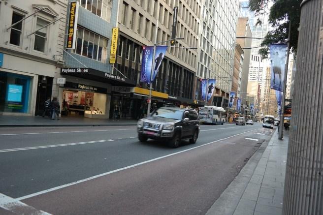 Reisen mit Baby Kindern Australien Ostküste Roadtrip Sydney Inlandsflug Erfahrungsbericht Reiseblog Mamablog Empfehlung Straßenansicht