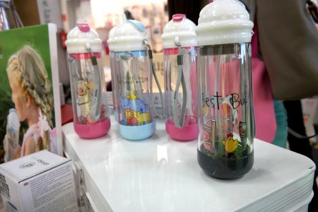 Kind und Jugend 2015 Messe Neuheiten Mamablog Bloggertreffen Aden Anais Disneybreakfast Baby Geschenk zur Geburt zum ersten Geburtstag flasche glas Plastik