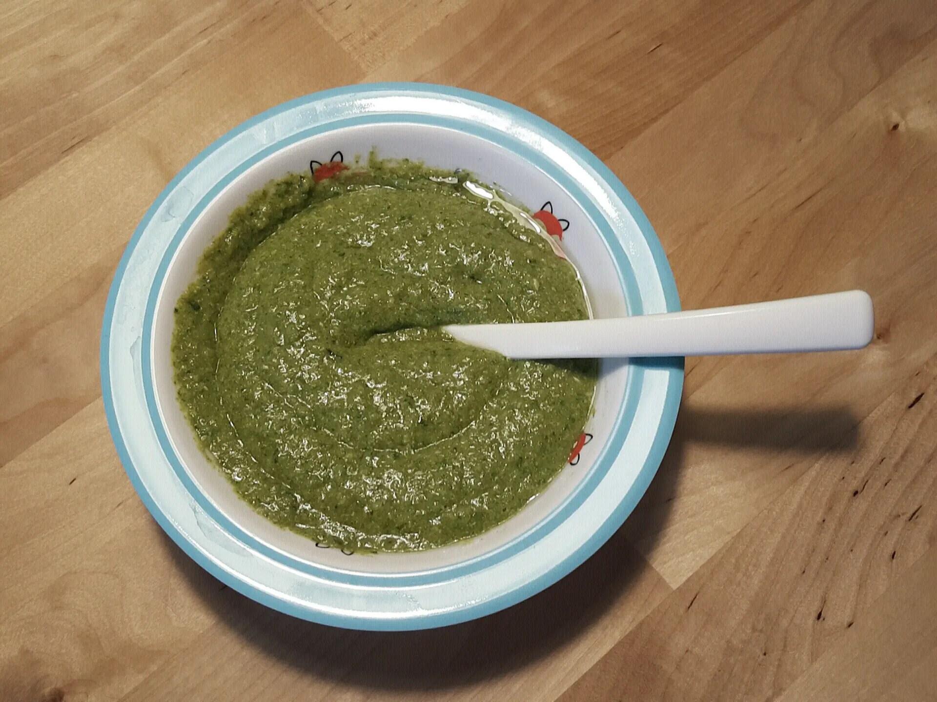 Spinat-Erbsen-Karotten Babybrei mit Basilikum (ab 7-8 Monaten)