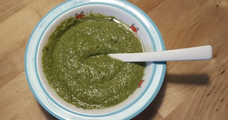 Grüner Spinat-Erbsen-Kartoffelbrei mit Ei