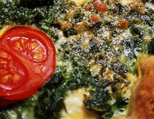 Spinatquiche mit Feta und Tomaten