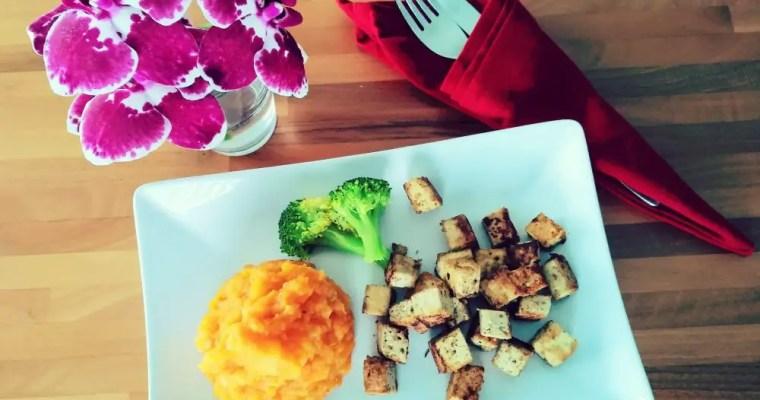 Süsskartoffel-Stampf mit gebratenem Tofu
