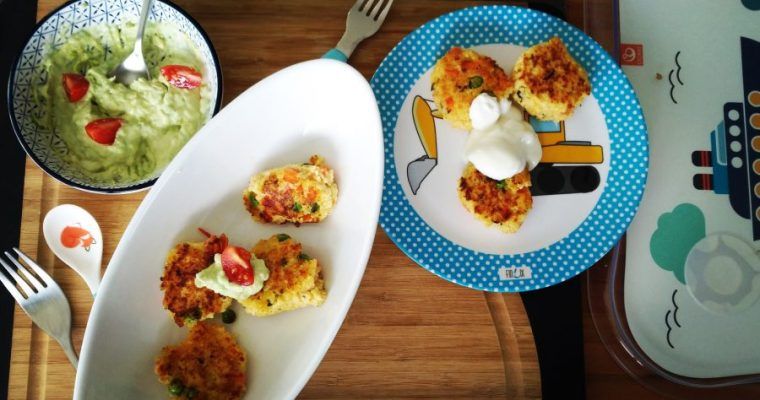 Hirse-Puffer mit Avocado-Joghurt