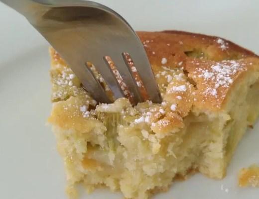 Rhabarber-Kuchen mit Vanille blechkuchen rezept gabel