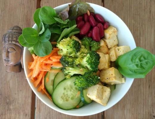 Buddha Bowl (Salatschüssel) mit Broccoli rezept tofu
