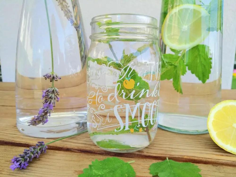 Infused Water: Lavendelwasser & Zitronenmelissenwasser
