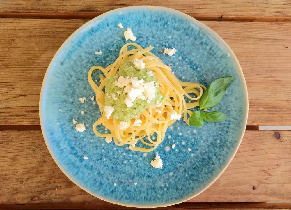 Broccoli-Pesto mit Linguine und Feta Familienrezept, Essverweigerer
