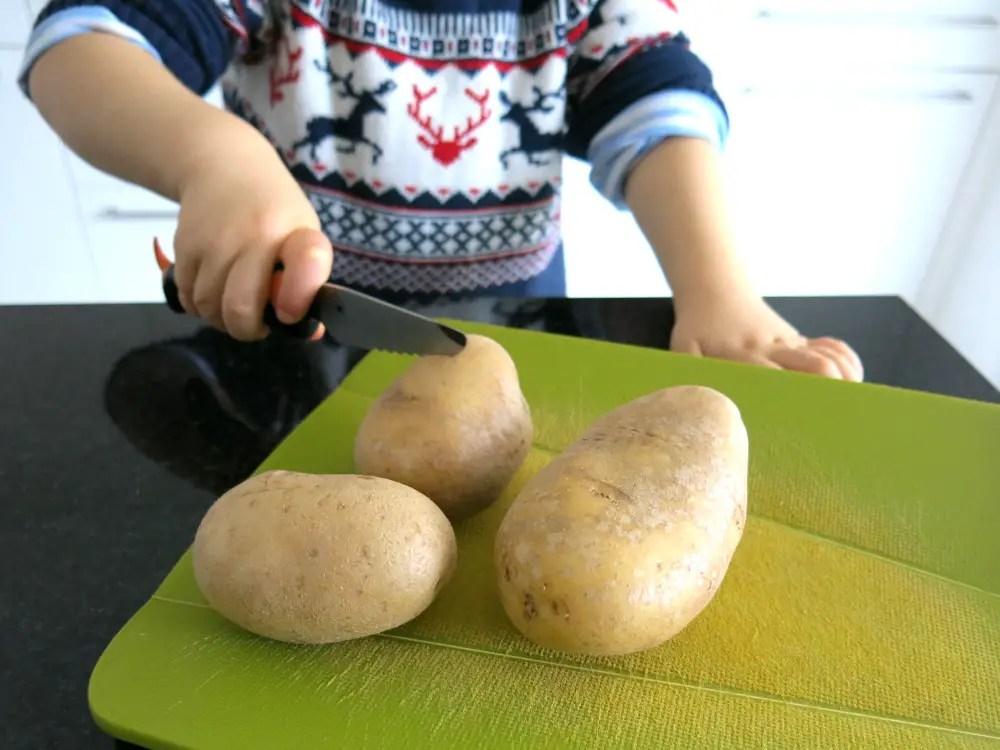 Kind kocht kartoffeln kochen mit kindern