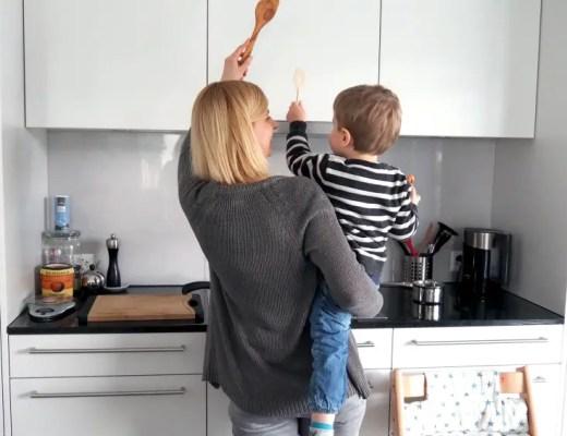 Kolumne, kind, mama, kochen, küche, trotzphase, helfen erziehung