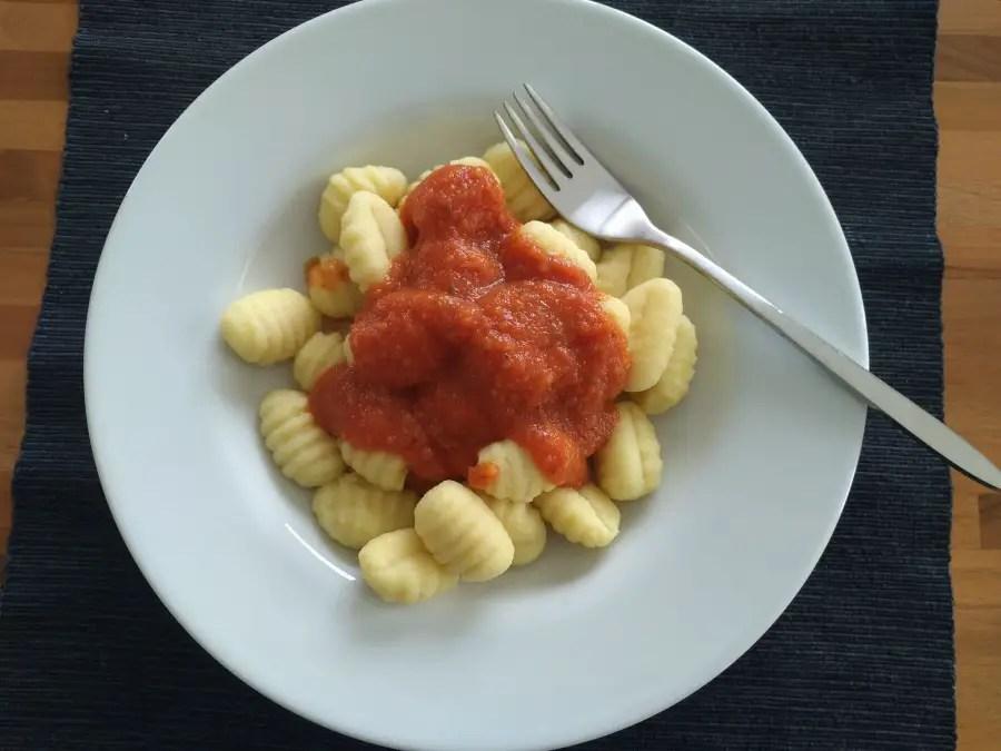 Gnocchi mit Gemüsesauce, rezept, schnell, familie, mittagessen, kinder, kleinkind, gemüseverweigerer, gemüseverpacken, gemüsemuffel