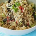 brokkoli quinoa salat broccoli rezept bowl, salatbowl, foodblog, gebraten, schwanger, mama, feta, cashews, pinienkerne, one pot, buddhabowl