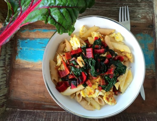 mangold, krautstiel, rot, rezept, pasta, nudeln, ei, gebraten, resten, schnell, einfach, vegetarisch