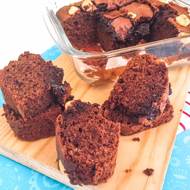 BROWNIES AI 3 INGREDIENTI CON NUTELLA a pezzi