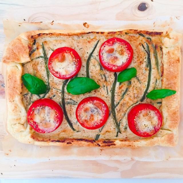 Torta di sfoglia ricotta fagiolini e pomodori ripieni cotta