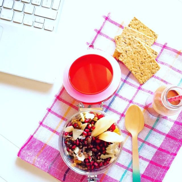 insalatina di lenticchie, melagrana, pere e scaglie di parmigiano
