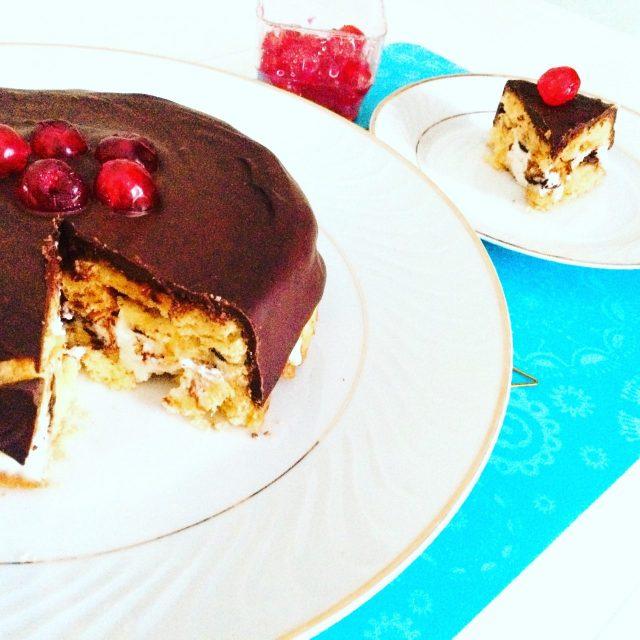 Torta di pandoro, ricotta e cioccolato con fetta