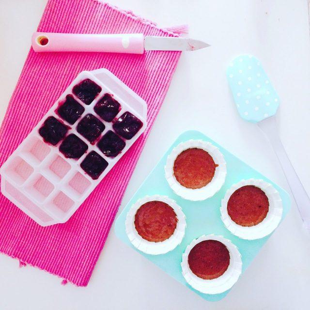 Muffin al cacao con cuore di marmellata e smarties_cubetti marmellata