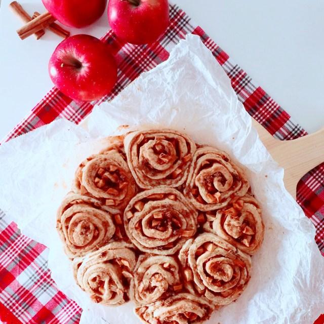 Torta di mele cinnamon rolls senza lievitazione