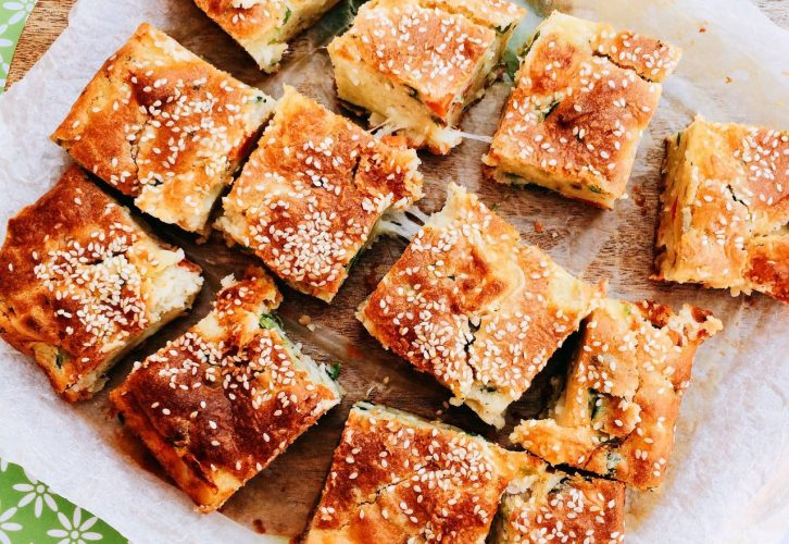 Torta rustica al minestrone e ricotta tagliata a cubetti