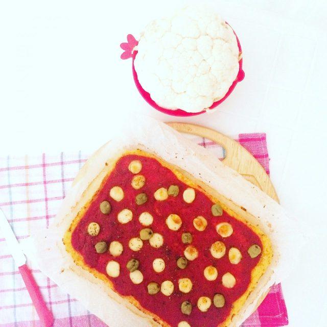 Pizza di cavolfiore con farina di ceci