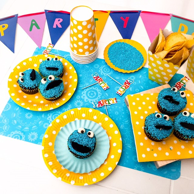 COOKIE MONSTER CUPCAKE_party