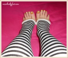 Toe spread striped socks