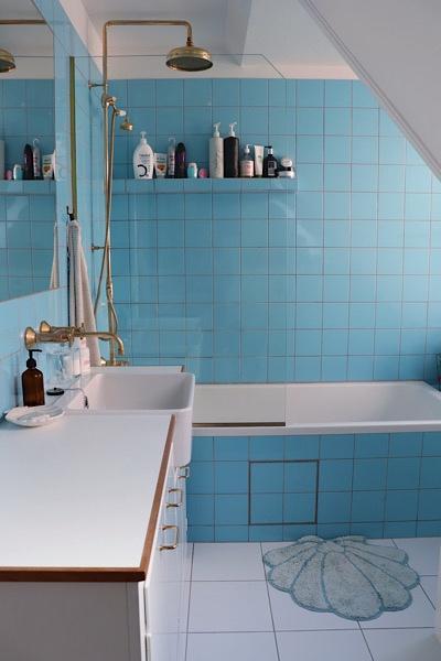 Sådan blev vores retro badeværelse til. Efter mange ændringer endte vi med lige præcis det rum som vi havde drømt om.