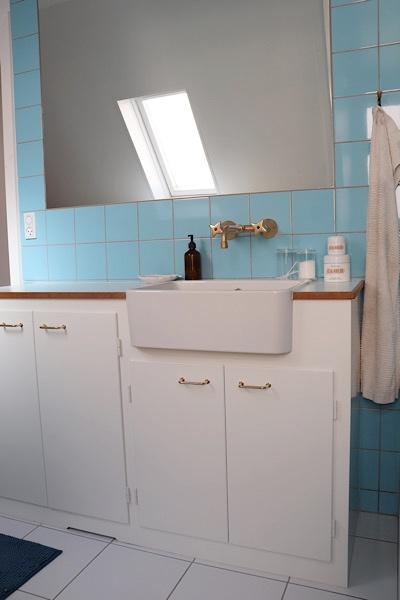 Håndvasken i vores snedker bygget gammeldags stil badeværelse
