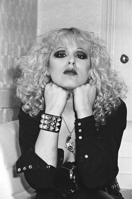 How-do-I-look-nancy-spungen-23402102-424-640